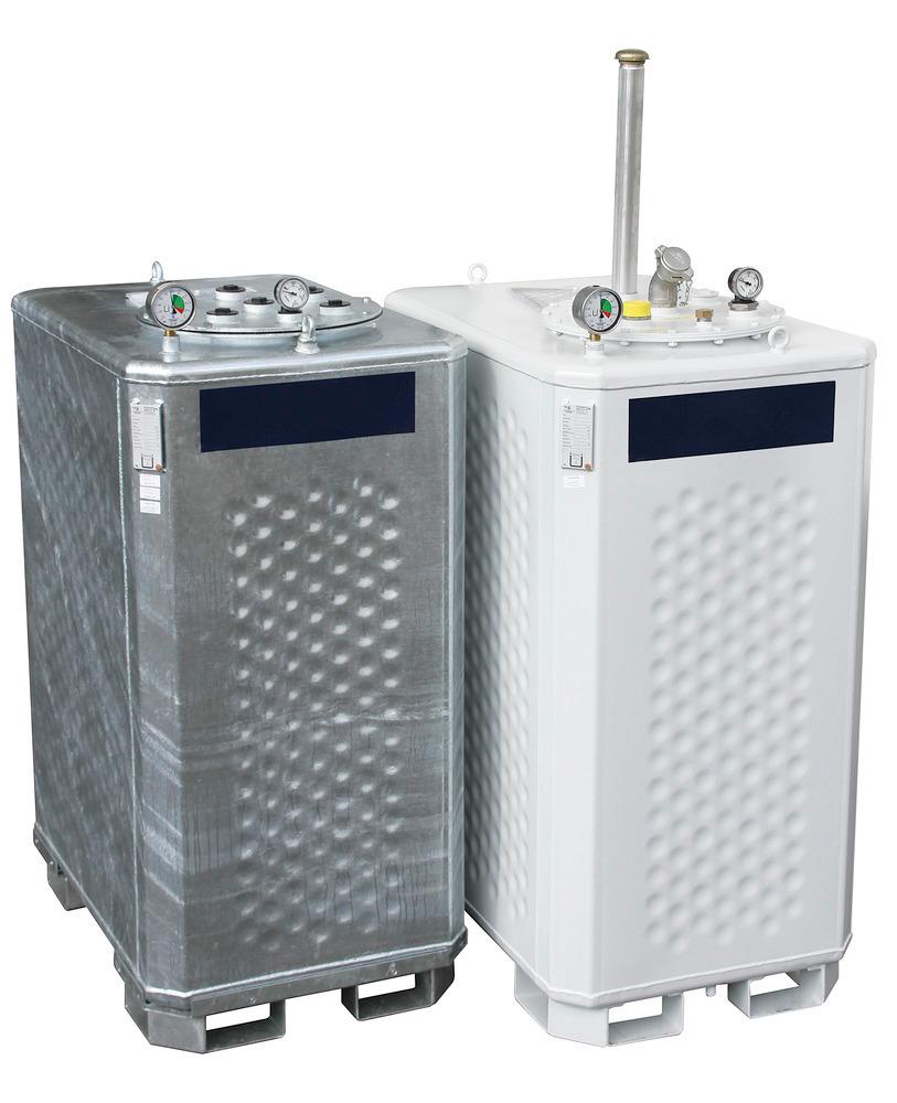 Multitanks mit einem Volumen von 1300 Liter in verzinkter Ausführung mit Standarddomdeckel (links) und in lackierter Ausführung mit Entsorgungsarmatur (rechts).