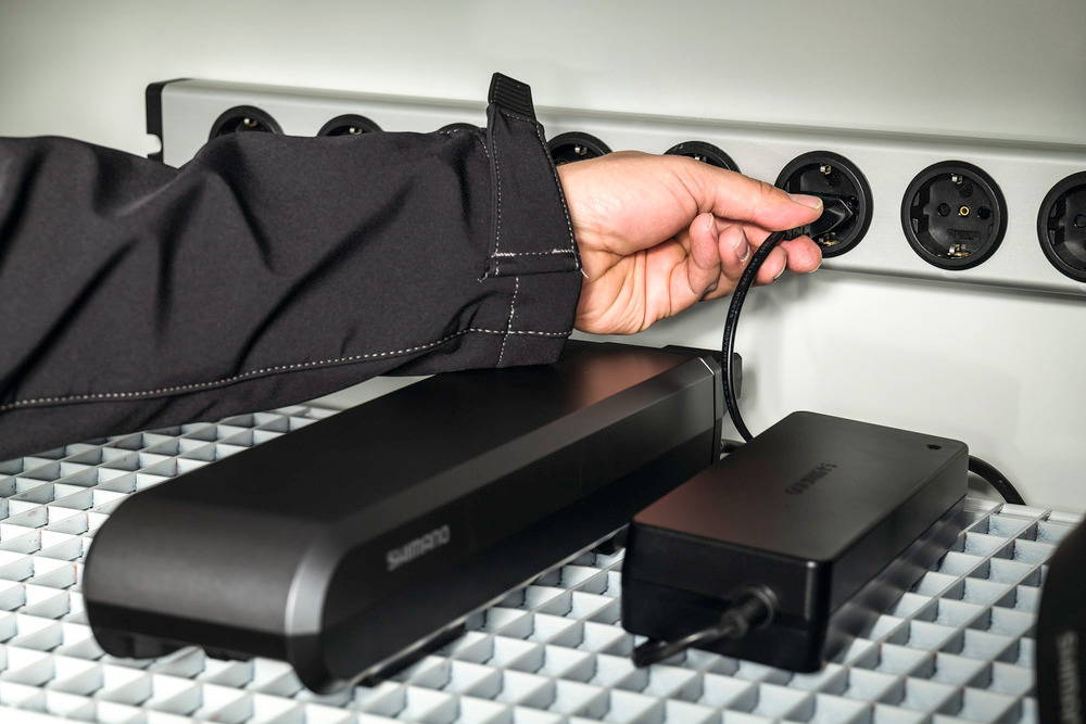Steckdosenleiste mit Metallgehäuse und Schutzkontakt-Steckdosen