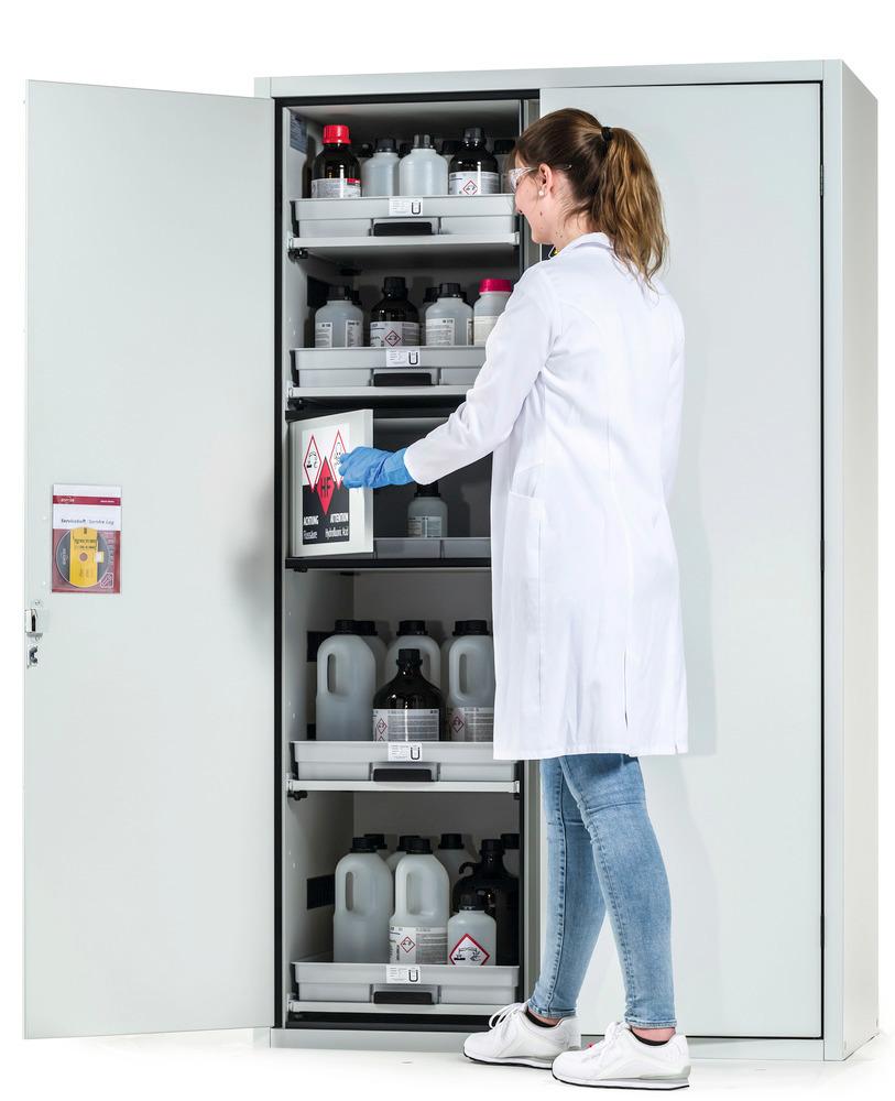 Übersichtliche, getrennte Lagerung von Gefahrstoffen