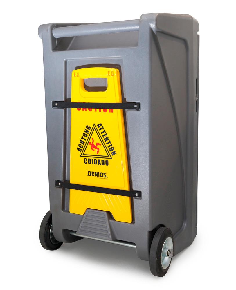 Eine Vorrichtung an der Rückseite des Transportwagens Small ermöglicht das Anbringen eines Warnaufstellers.