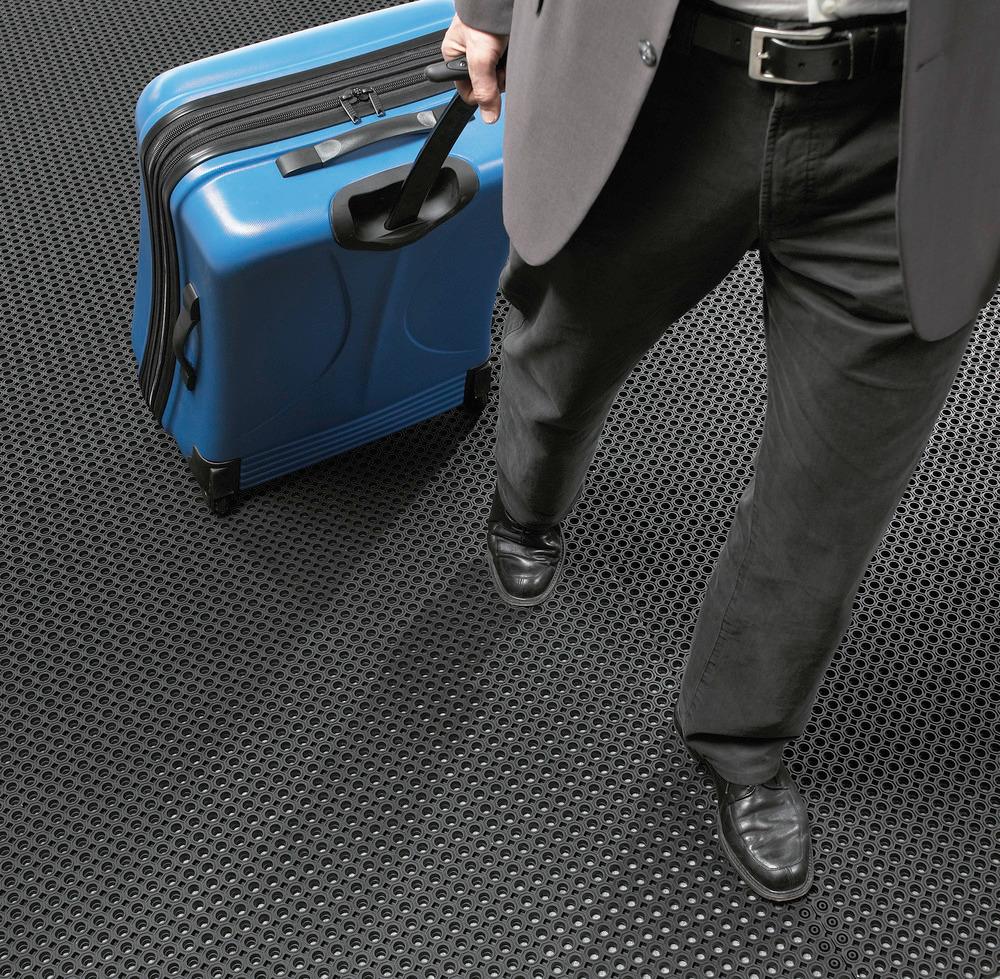 Kleinere Öffnungen (Ø 14 mm) sorgen für bessere Begeh- und Befahrbarkeit und höhere Trittsicherheit.