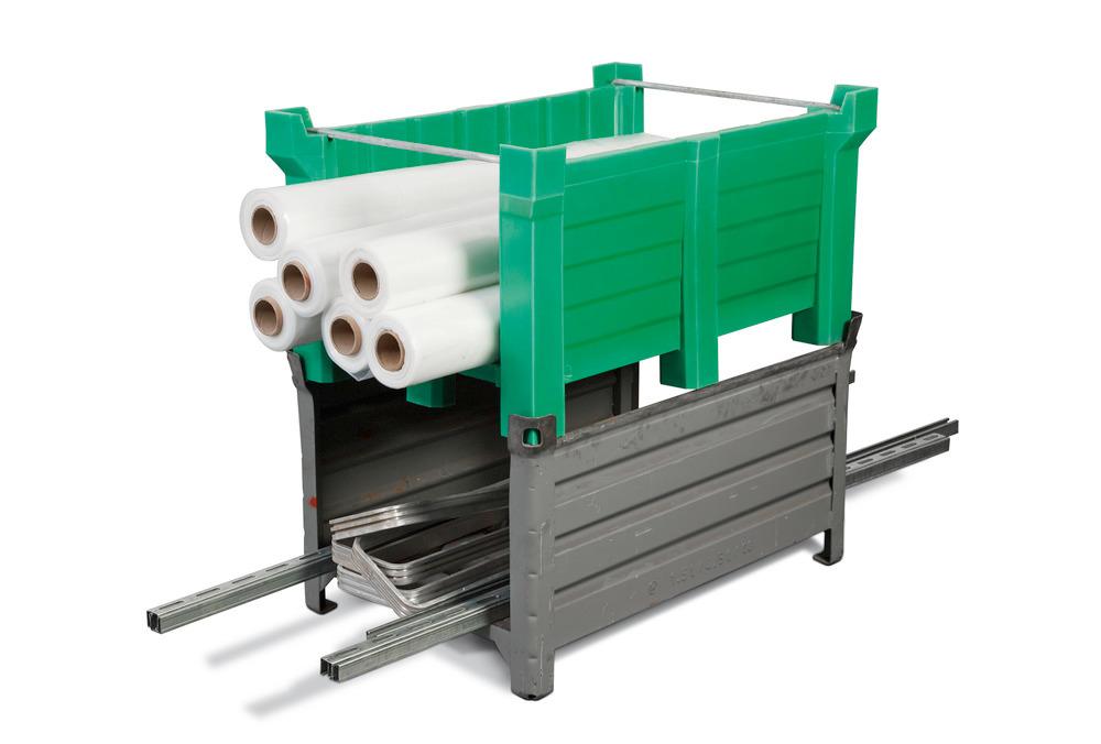 Die stirnseitig offene Ausführung dient z.B. zur Bevorratung längerer Werkstücke. Die PE-Behälter PolyPro sind kompatibel mit Stapelbehältern aus Stahl.