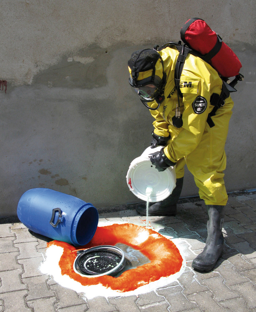 Chemikalien- und Säurenbinder Multi-Sorb mit Farbindikator: Die Indikatorwirkung warnt die Einsatzkräfte durch Farbveränderung bei Säuren gelb bzw. Laugen rot.