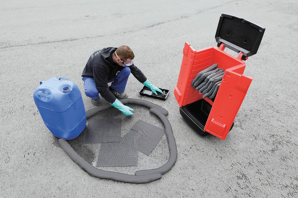 Die herausnehmbaren Auffangschalen des Transportwagens sind ideal zum Auffangen von herabtropfenden Flüssigkeiten bzw. zur vorübergehenden Sammlung der flüssigkeitsgetränkten Aufsaugtücher.