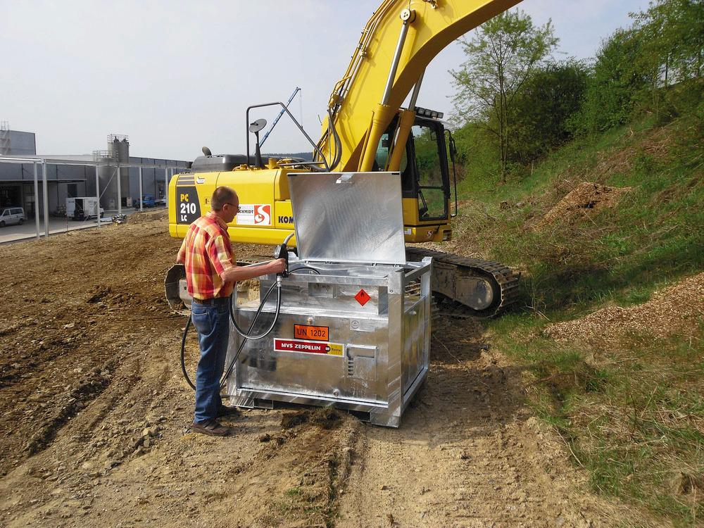 Mobile Dieseltankanlage Typ MTA 1000 mit anwenderfreundlicher Bedienhöhe und besonders diebstahlsicherer Spezialschloss-Konstruktion.