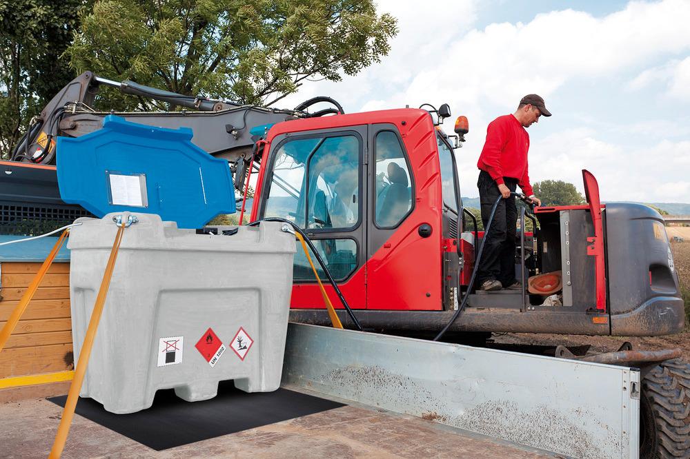 Anwendungsbeispiel: Bestens geeignet für den Transport auf Kleinlastwagen oder Pick up. Optimale Ladungssicherheit durch Anti-Rutsch-Matte und Sicherungsgurte (s. Zubehör). Sichere Kraftstoffversorgung vor Ort.