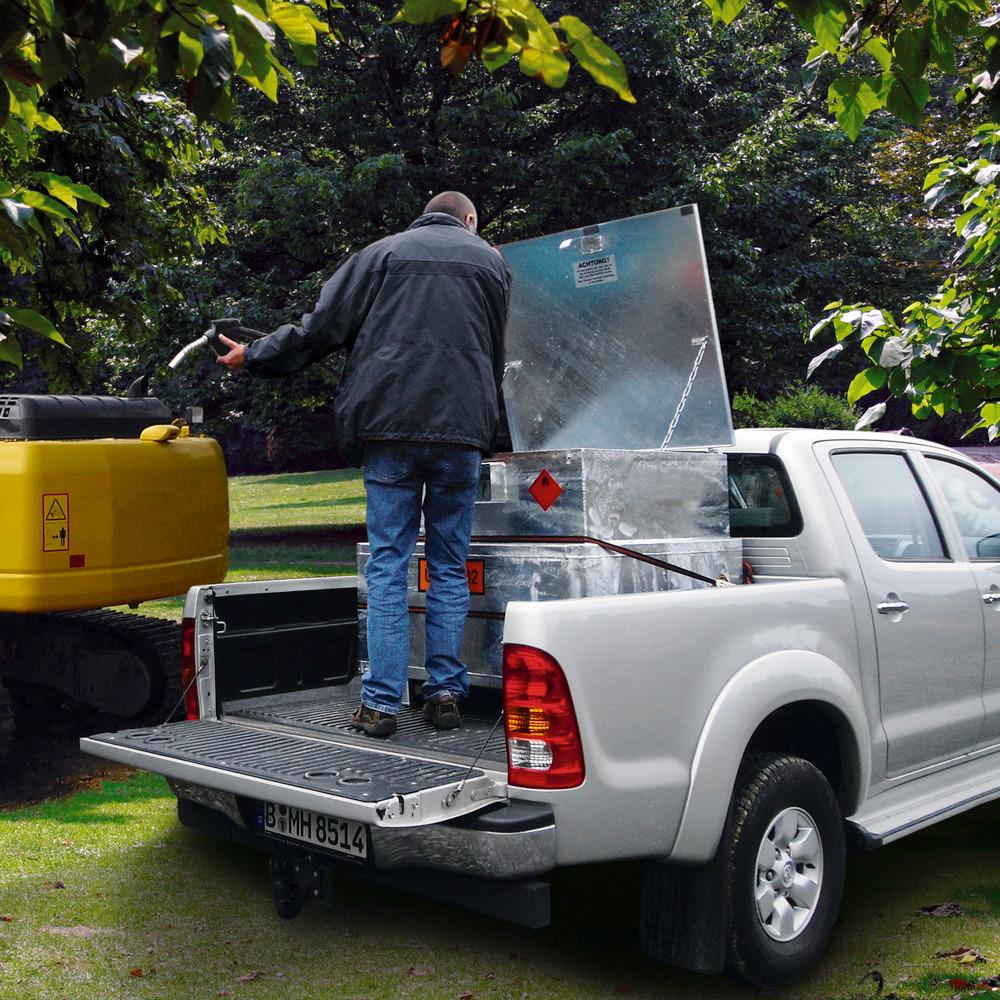 Dank der optimierten Abmessungen passt die mobile 450-Liter-Dieseltankstelle auf die Ladefläche der meisten Pick-ups.